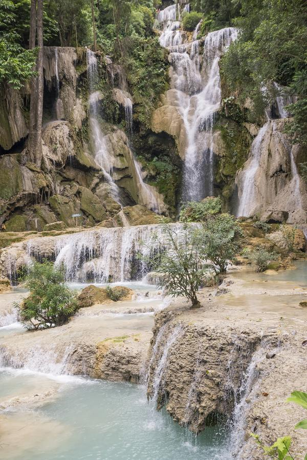 Vista de las cascadas hermosas en Kuang Si, cerca de Luang Prabang, Laos imágenes de archivo libres de regalías