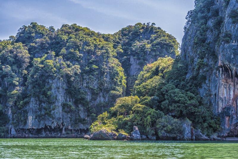 Vista de las costas de las islas de la bahía Tailandia de Phang Nga fotografía de archivo