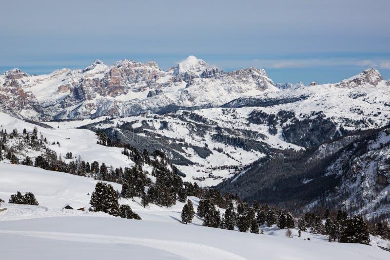 Vista de las dolomías italianas en invierno foto de archivo