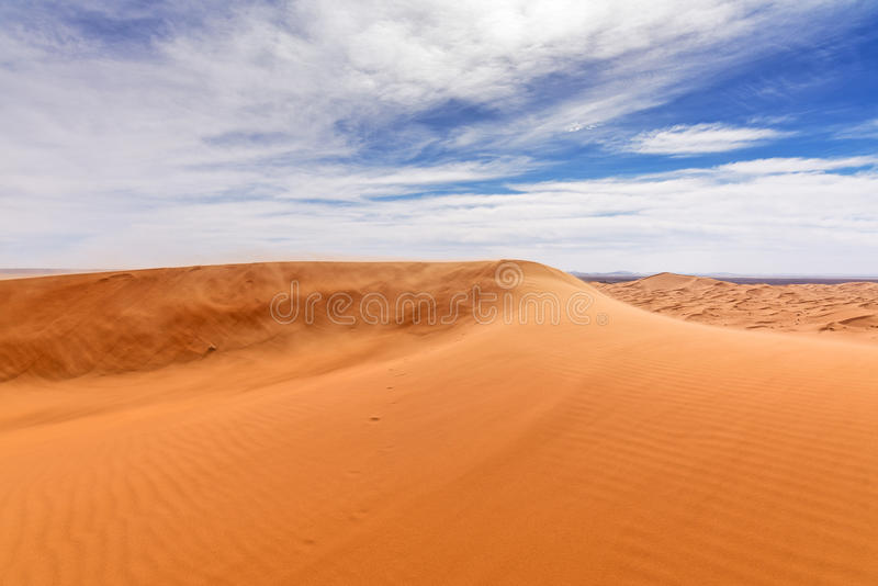 Vista de las dunas de Chebbi del ergio en Morroco- Sahara Desert imágenes de archivo libres de regalías