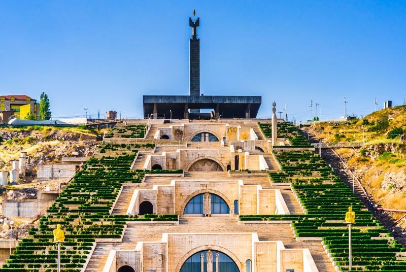 Vista de las escaleras de la cascada en Armenia Ereván imagen de archivo