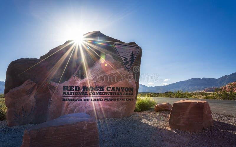 Vista de las formaciones y de la flora de roca en zona de recreo nacional del barranco rojo de la roca fotos de archivo