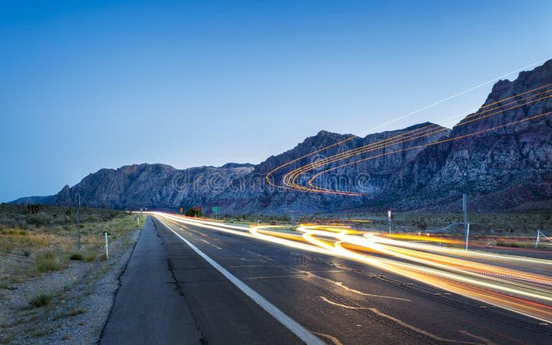 Vista de las luces del rastro en zona de recreo nacional del barranco rojo de la roca imagenes de archivo