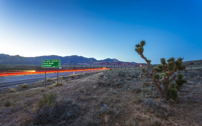 Vista de las luces del rastro en zona de recreo nacional del barranco rojo de la roca fotos de archivo libres de regalías