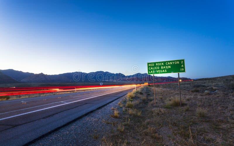 Vista de las luces del rastro en zona de recreo nacional del barranco rojo de la roca foto de archivo