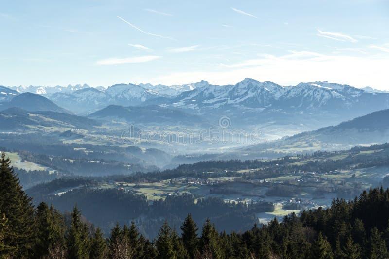 Vista de las montañas austríacas fotografía de archivo