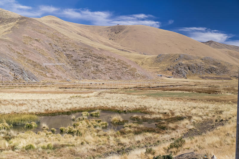Vista de las montañas de los Andes, Perú imagenes de archivo