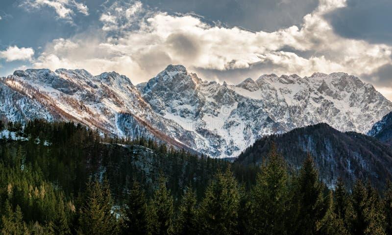 Vista de las montañas eslovenas imagen de archivo libre de regalías