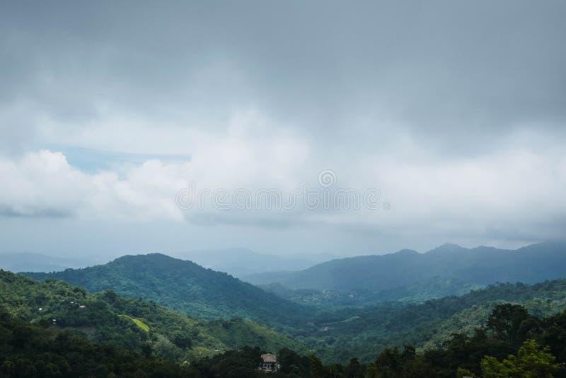 Vista de las monta?as imagenes de archivo
