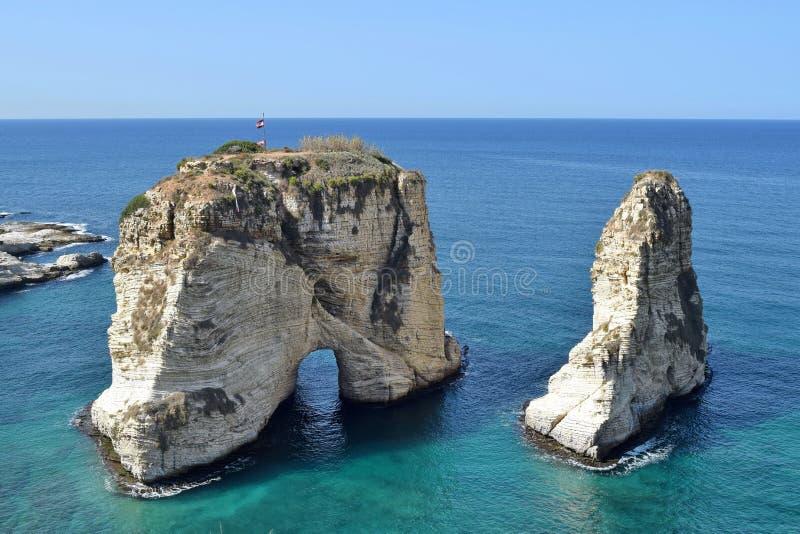 Vista de las rocas de la paloma, Beirut, Líbano imagenes de archivo
