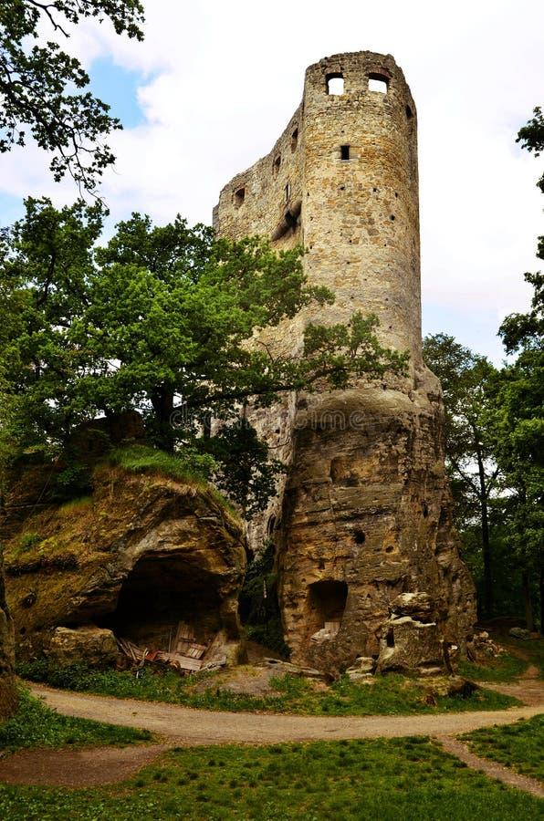 Vista de las ruinas de las ruinas del castillo del ov del  de ValeÄ imagenes de archivo