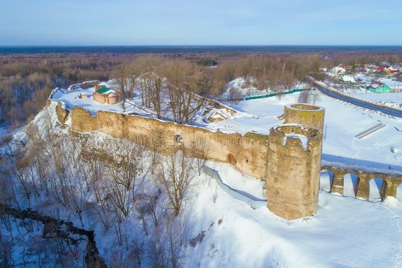 Vista de las ruinas de la fortaleza de Koporye, región de Leningrad, Rusia fotos de archivo libres de regalías