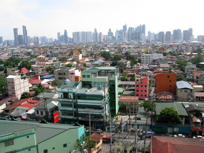 Vista de las torres de Makati de Sta Anecdotario, Manila imagenes de archivo