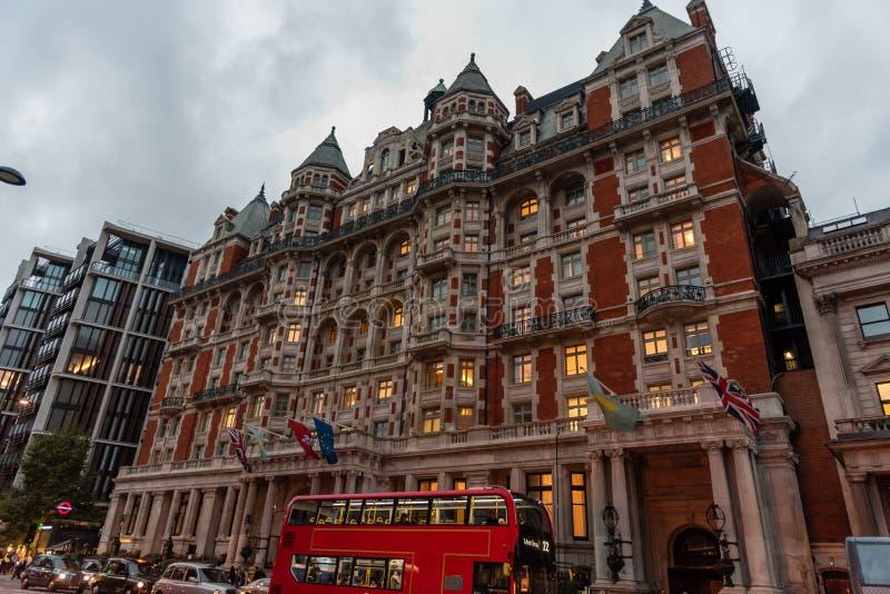 Vista de Londres en la oscuridad a finales de octubre imágenes de archivo libres de regalías