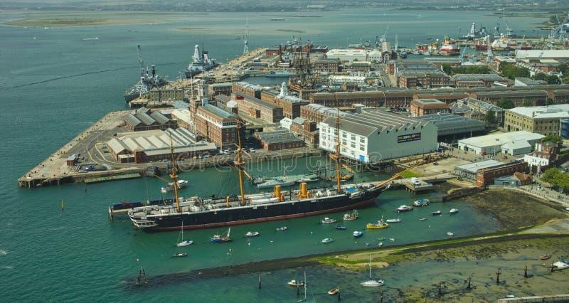 Vista de los muelles de Portsmouth del guerrero del HMS foto de archivo libre de regalías