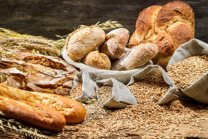 Vista de los productos en panadería imagen de archivo