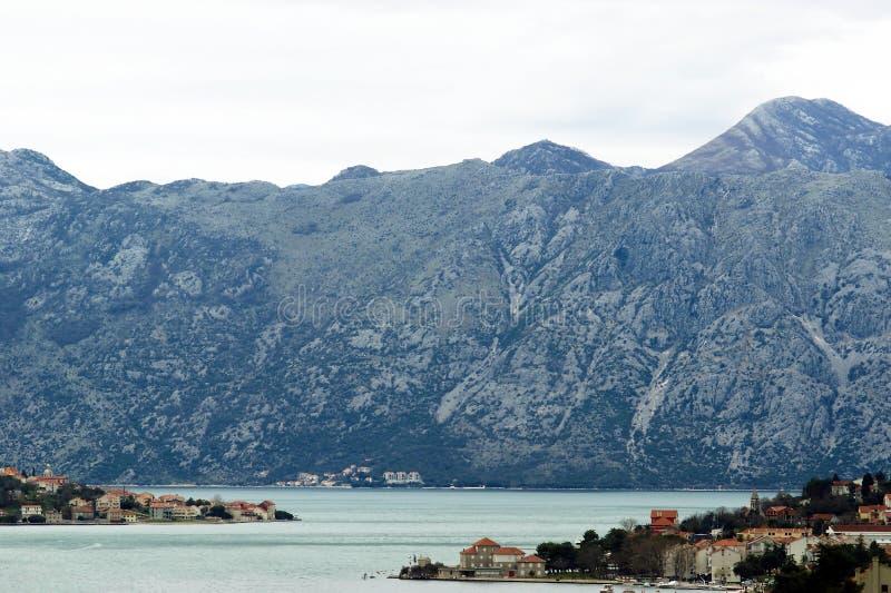 Vista de los pueblos en la bahía de Boka imagen de archivo libre de regalías