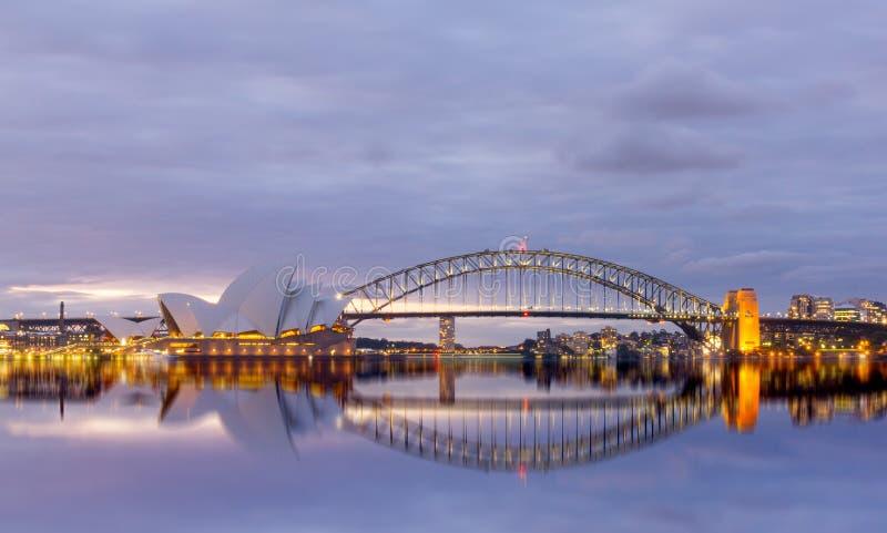 Vista de los teatros de la ópera de Sydney del jardín botánico imágenes de archivo libres de regalías