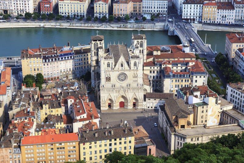 Vista de Lyon con la catedral de Jean del santo fotos de archivo libres de regalías