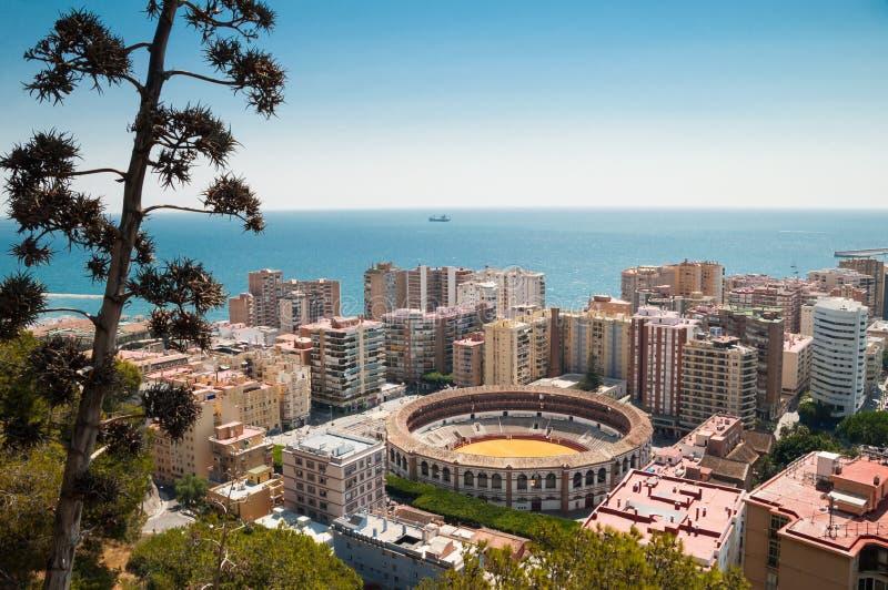 Vista de Málaga, España, con la arena de la tauromaquia foto de archivo libre de regalías