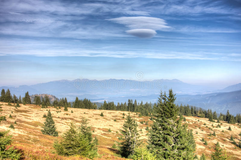 Vista de maior Fatra às montanhas altas de Tatras - Eslováquia imagem de stock