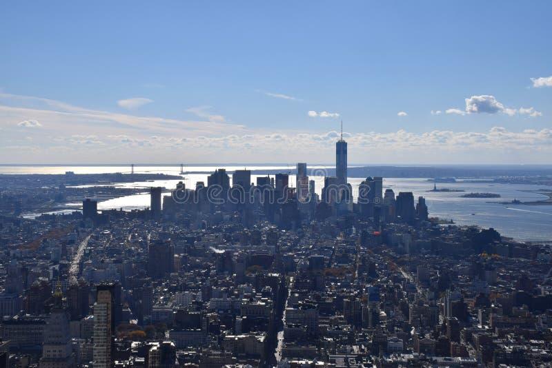 Vista de Manhattan do sul que inclui a área de Wall Street do estado Bldg do império fotos de stock royalty free