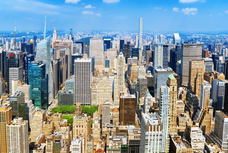 Vista de Manhattan de la plataforma de observación del ` s del rascacielos Nuevo Yo foto de archivo
