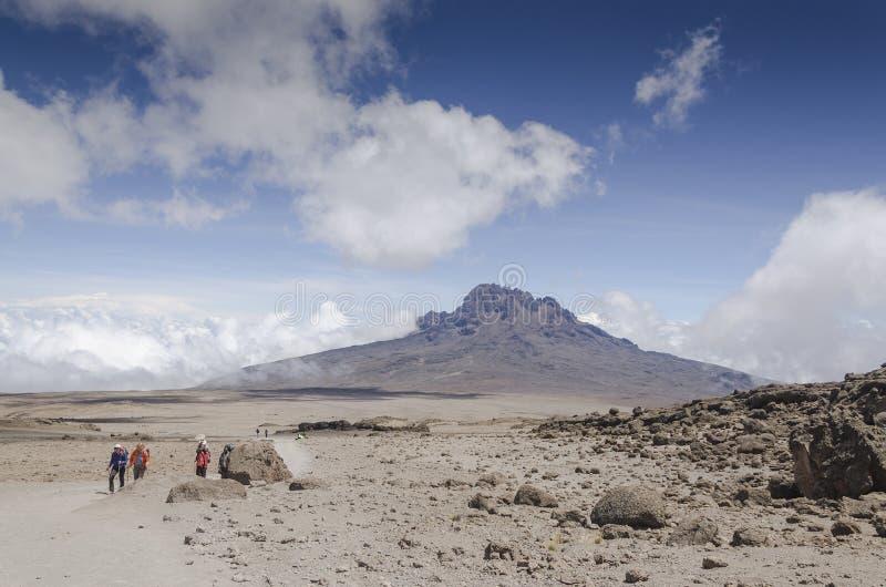 Vista de Mawenzi ao abrigo do chapéu de Kibo imagens de stock royalty free