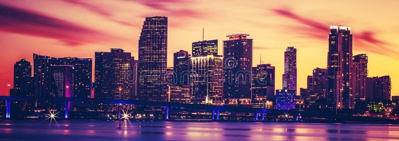Vista de Miami en la puesta del sol, proceso fotográfico especial foto de archivo