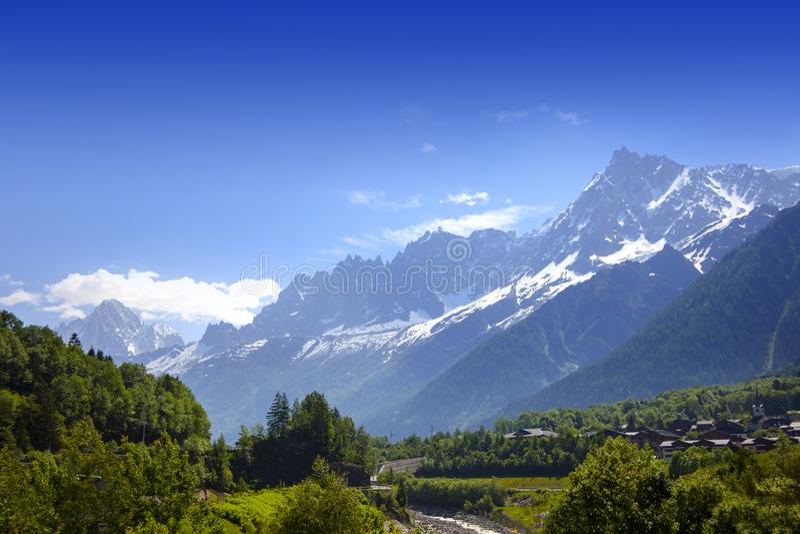 Vista de Mont Blank masive fotografia de stock royalty free