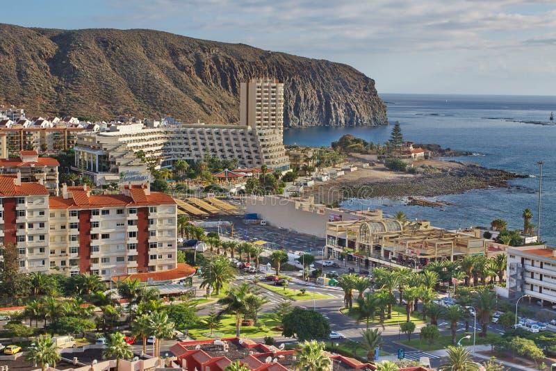 Vista de montañas de la ciudad del Los Cristianos Tenerife Islas Canarias españa foto de archivo