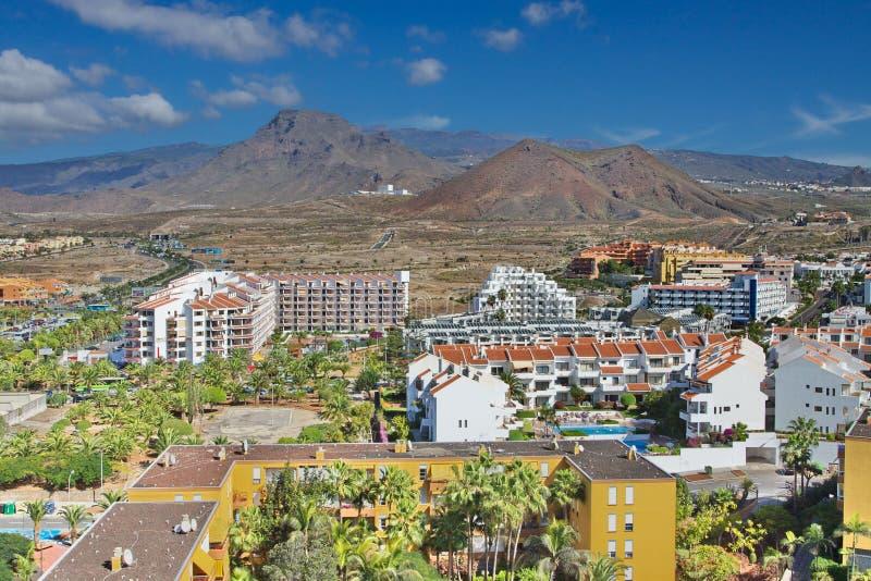 Vista de montañas de la ciudad del Los Cristianos Tenerife Islas Canarias españa imagenes de archivo