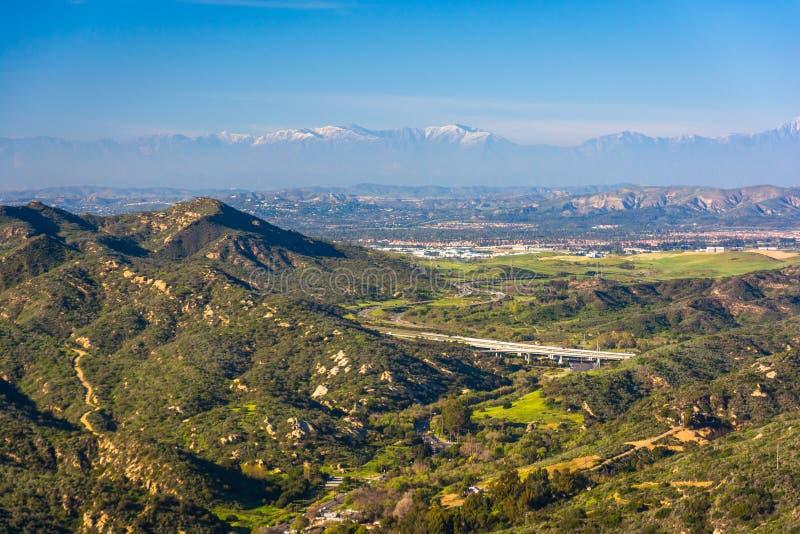 Vista de montañas del top del mundo, en Laguna Beach fotografía de archivo