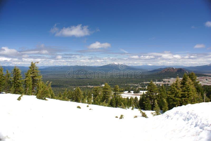 Vista de montanhas da cascata do lago crater, Oregon, EUA fotos de stock royalty free