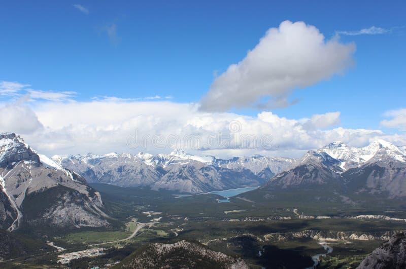 Vista de montanhas rochosas Parque nacional de Banff canadá foto de stock royalty free