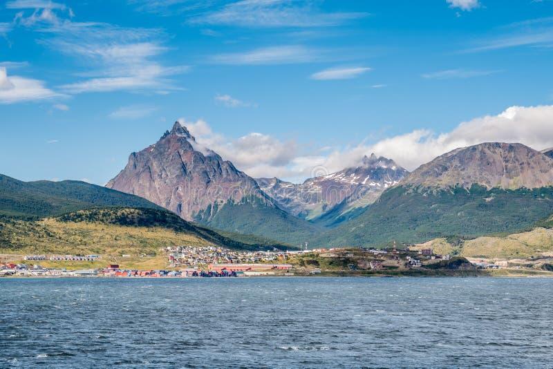 Vista de montanhas de Ushuaia e de Tierra del Fuego do lebreiro Chann imagens de stock