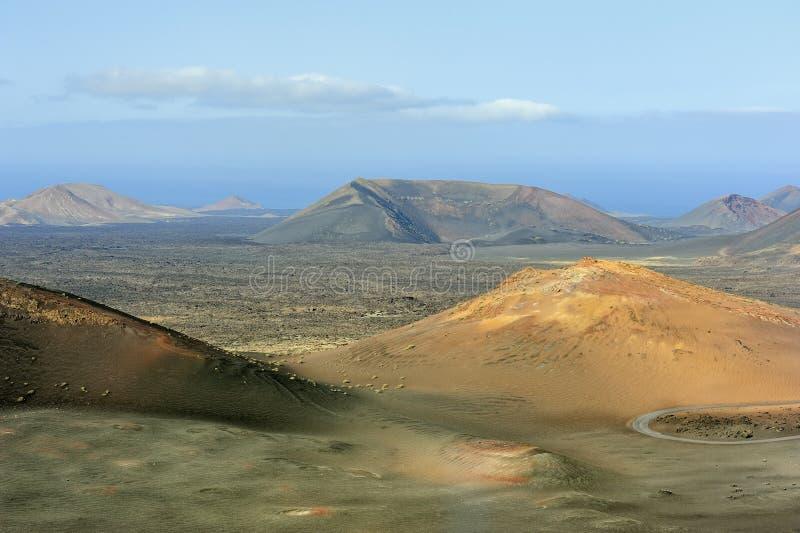 Download Montanhas Vulcânicas No Parque Nacional De Timanfaya, Ilha De Lanzarote, Foto de Stock - Imagem de ninguém, canário: 29840280