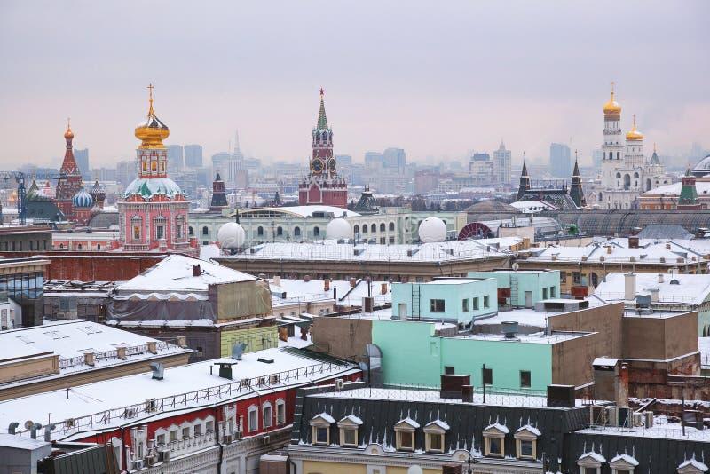 Vista de Moscú de una plataforma de la visión de la tienda central del ` s de los niños foto de archivo