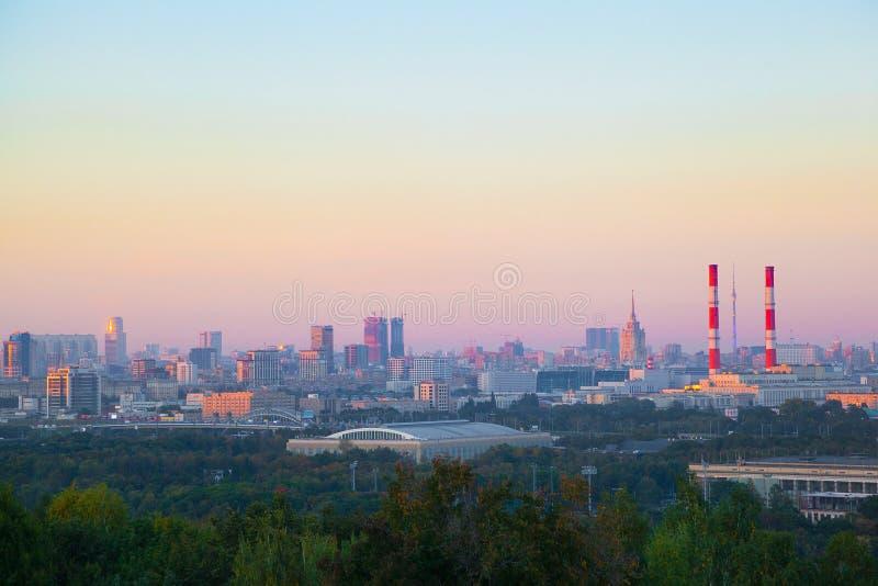 Vista de Moscú en la puesta del sol foto de archivo libre de regalías