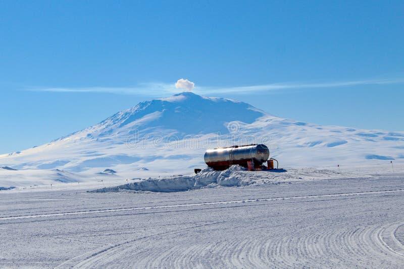 Vista de Mt Erebus na Antártica foto de stock