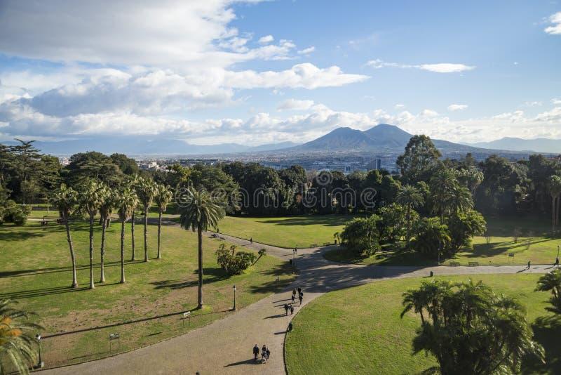 Vista de Mt O Vesúvio, um vulcão ativo em Nápoles, formulário Capodimonte foto de stock