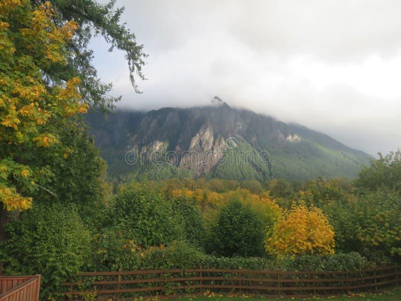 Vista de Mt Si de Snoqualmie, WASHINGTON imagem de stock