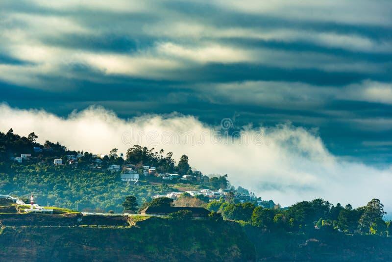 Vista de Niebla, uma cidade pequena na boca de rio do rio de Valdivia imagens de stock royalty free