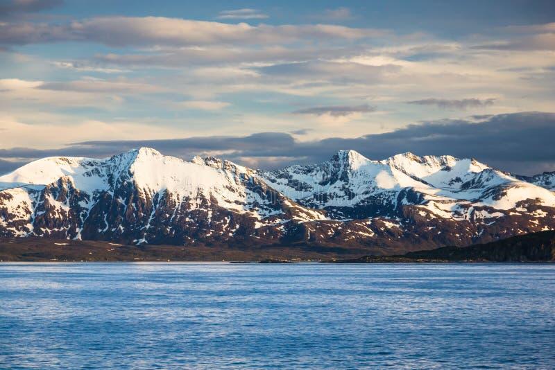 Vista de Noruega do norte perto de Alta fotos de stock royalty free