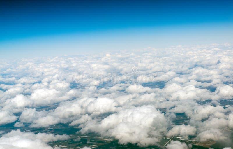 Vista de nuvens de cúmulo de cima de foto de stock