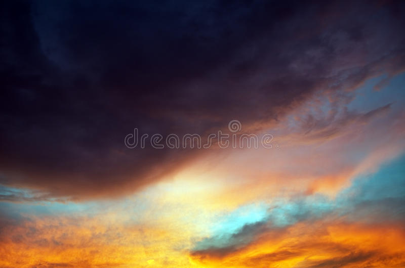 Vista de nuvens do temporal imagem de stock royalty free
