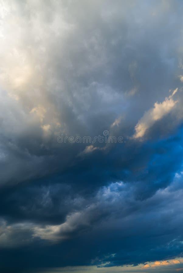 Vista de nuvens do temporal. fotos de stock