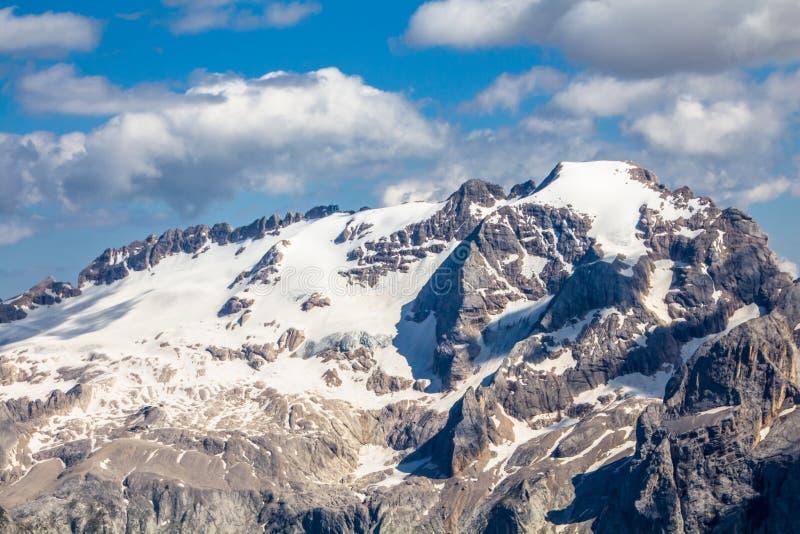Vista de Op. Sys. del paisaje alpino según lo visto del Sass Pordoi el Tirol del sur, montañas de las dolomías imagen de archivo