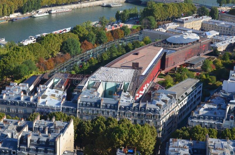 Vista de pájaro de la torre Eiffel Musee du quai Branly Jacques Chirac imagen de archivo libre de regalías
