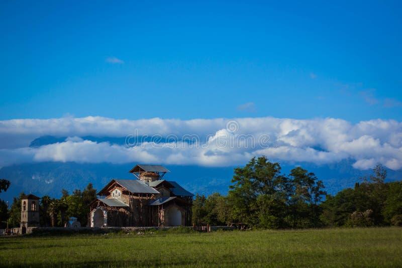 Vista de paisagens e de céu da Abkhásia fotos de stock